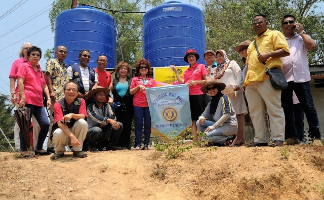 Kg Pirasan water tanks-with JKKK Kajol Samin (3rd from left)
