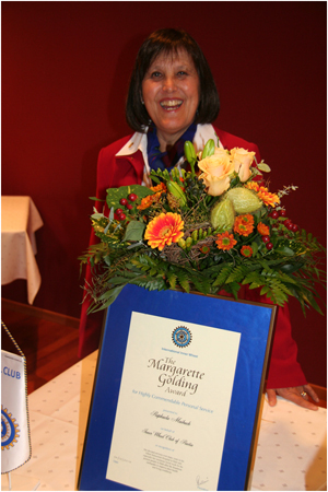 RAPHAELA MAIBACH FROM SWITZERLAND RECEIVING THE MARGARETTE GOLDING AWARD