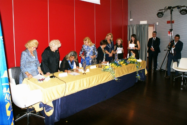 From left to right: National Representative Ebe Martines,  National Council Imm. PP, Lella Bottigelli, National President Alessandra  Colcelli signing the Charter, D210 Past Chairman Lorenza Rocco Carbone, D210 Chairman Anna Lapenna Cocciolo, Club President Leonarda Scrocco, D210 Extension Chairman 2015-2016  Bettina Lombardi, Club Secretary